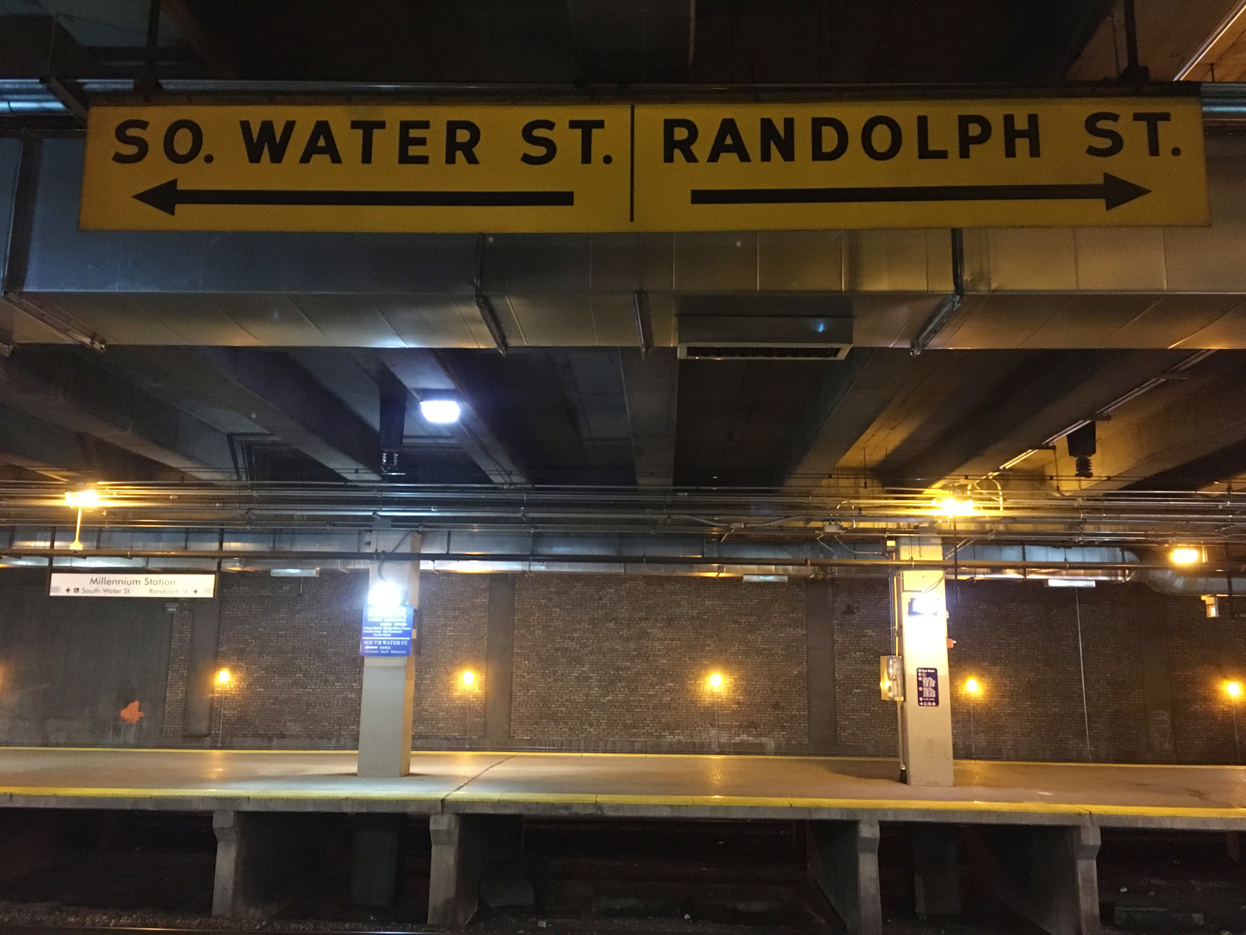 Metra Platfoerm Old Signs